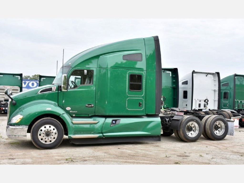 USED 2018 KENWORTH T680 TANDEM AXLE SLEEPER TRUCK #10904