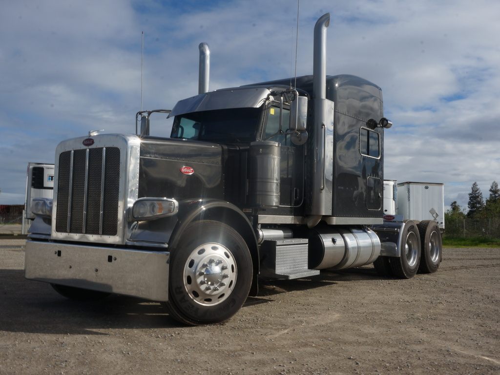 USED 2015 PETERBILT 389 TANDEM AXLE SLEEPER TRUCK #10825