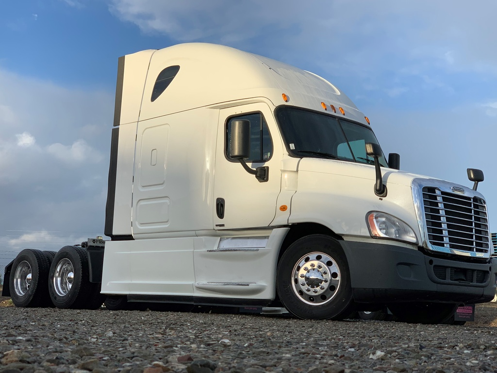 USED 2015 FREIGHTLINER CASCADIA 125 EVOLUTION TANDEM AXLE SLEEPER TRUCK #10910
