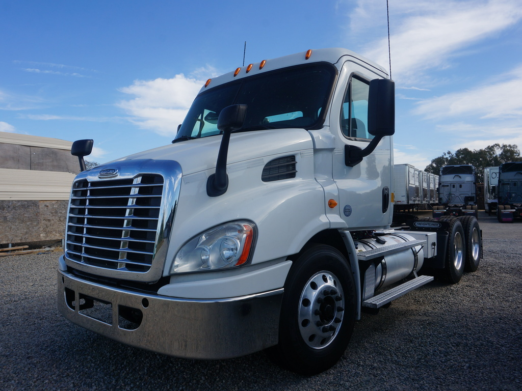 USED 2014 FREIGHTLINER CASCADIA TANDEM AXLE DAYCAB TRUCK #11727