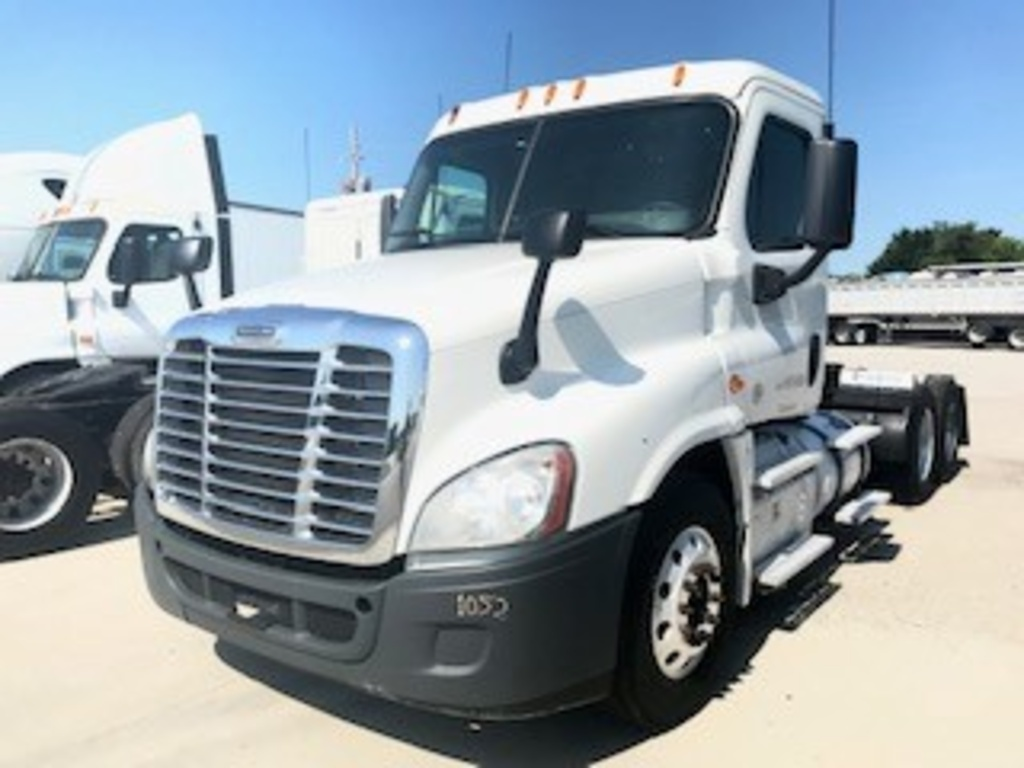 USED 2015 FREIGHTLINER CASCADIA 125 TANDEM AXLE DAYCAB TRUCK #12235