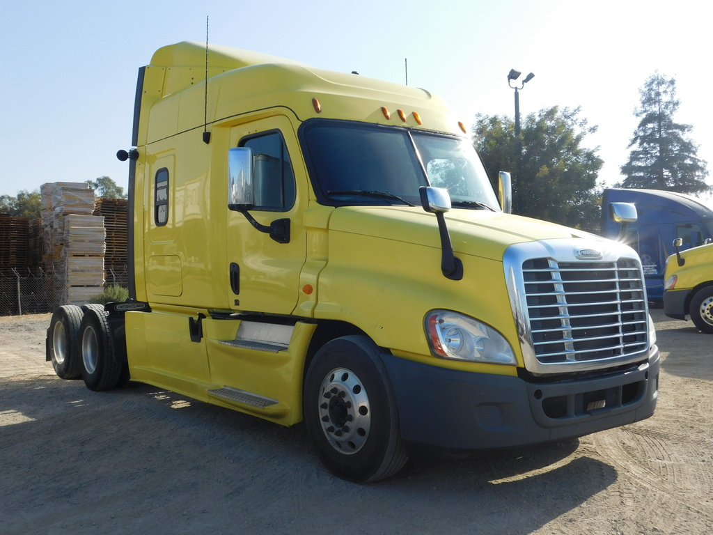 USED 2013 FREIGHTLINER CASCADIA 125 S/A TAG AXLE SLEEPER TRUCK #12237