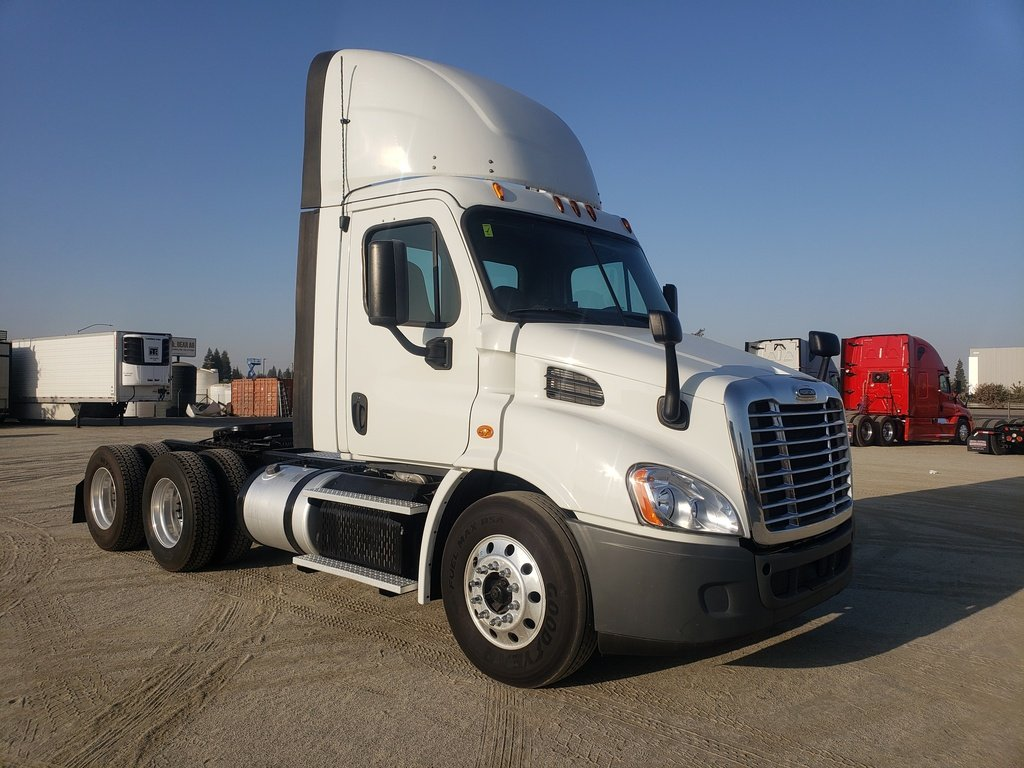 USED 2015 FREIGHTLINER CASCADIA TANDEM AXLE DAYCAB TRUCK #12265