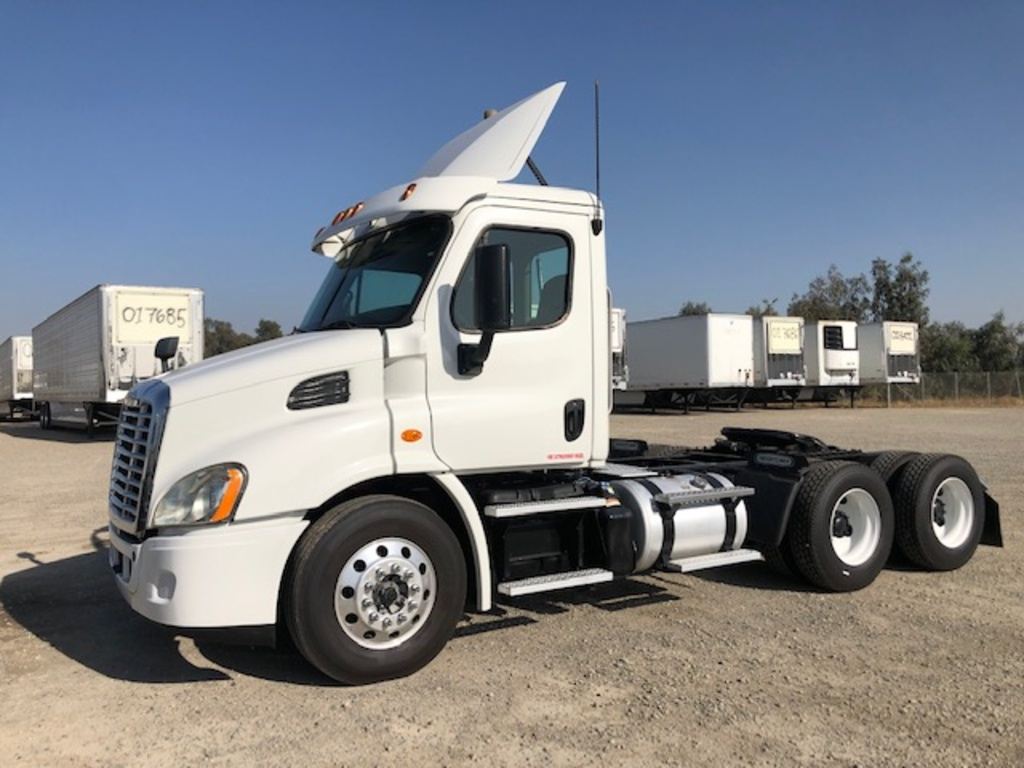 USED 2016 FREIGHTLINER CASCADIA TANDEM AXLE DAYCAB TRUCK #12270