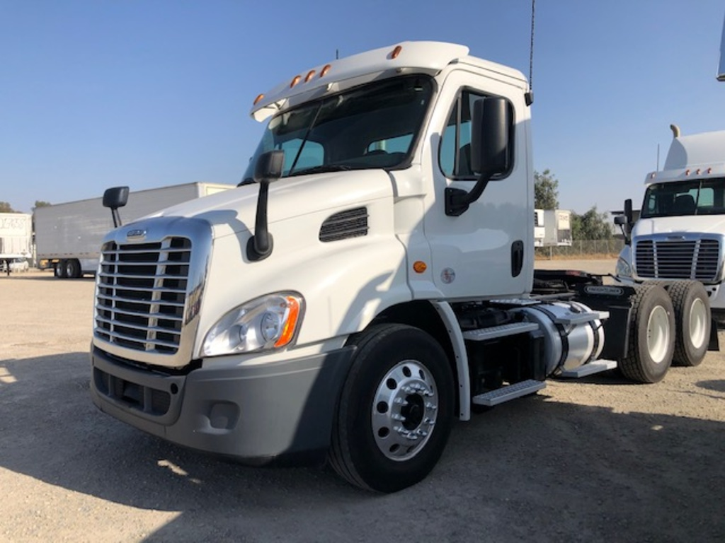 USED 2016 FREIGHTLINER CASCADIA TANDEM AXLE DAYCAB TRUCK #12271