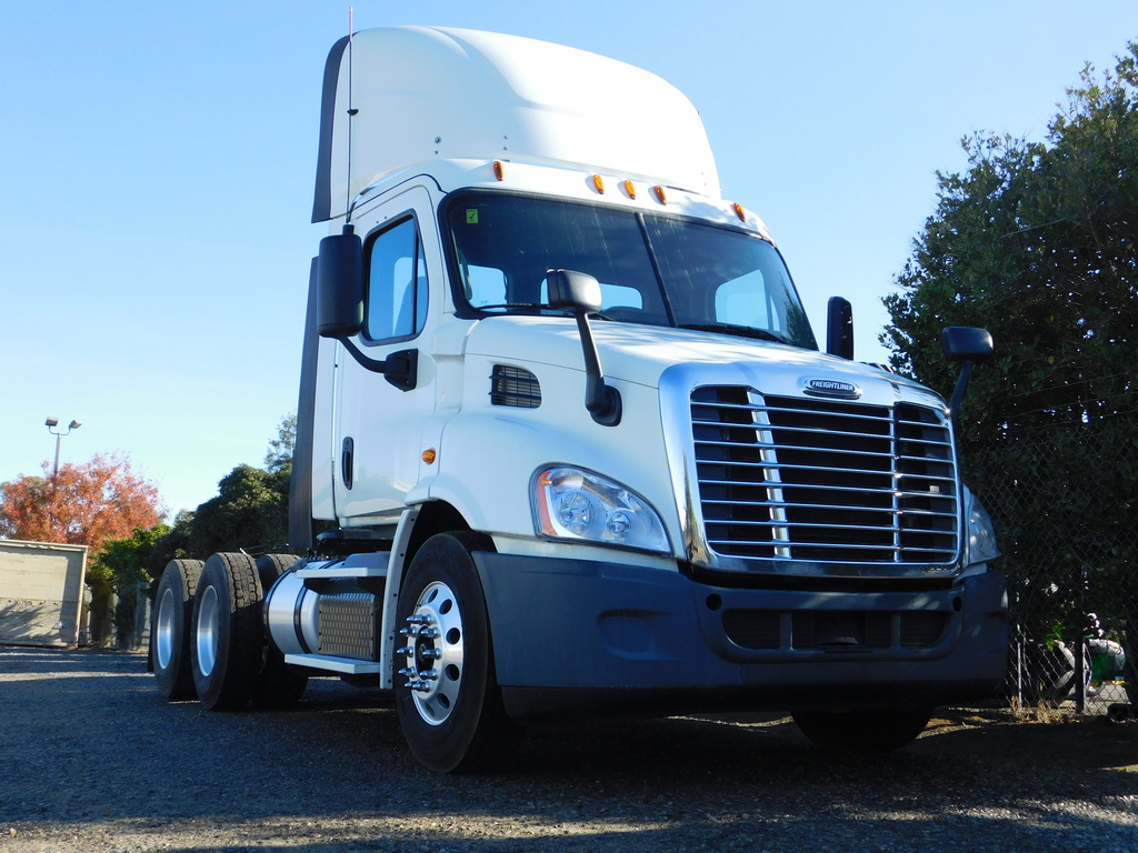 USED 2015 FREIGHTLINER CASCADIA 125DC TANDEM AXLE DAYCAB TRUCK #12333