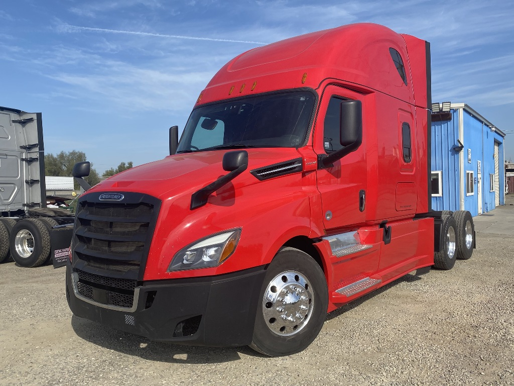 USED 2018 FREIGHTLINER CASCADIA 126