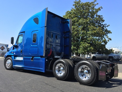 USED 2016 FREIGHTLINER CASCADIA 125SLP TANDEM AXLE DAYCAB TRUCK #12630-3