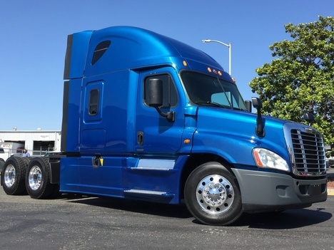 USED 2016 FREIGHTLINER CASCADIA 125SLP TANDEM AXLE DAYCAB TRUCK #12630-4