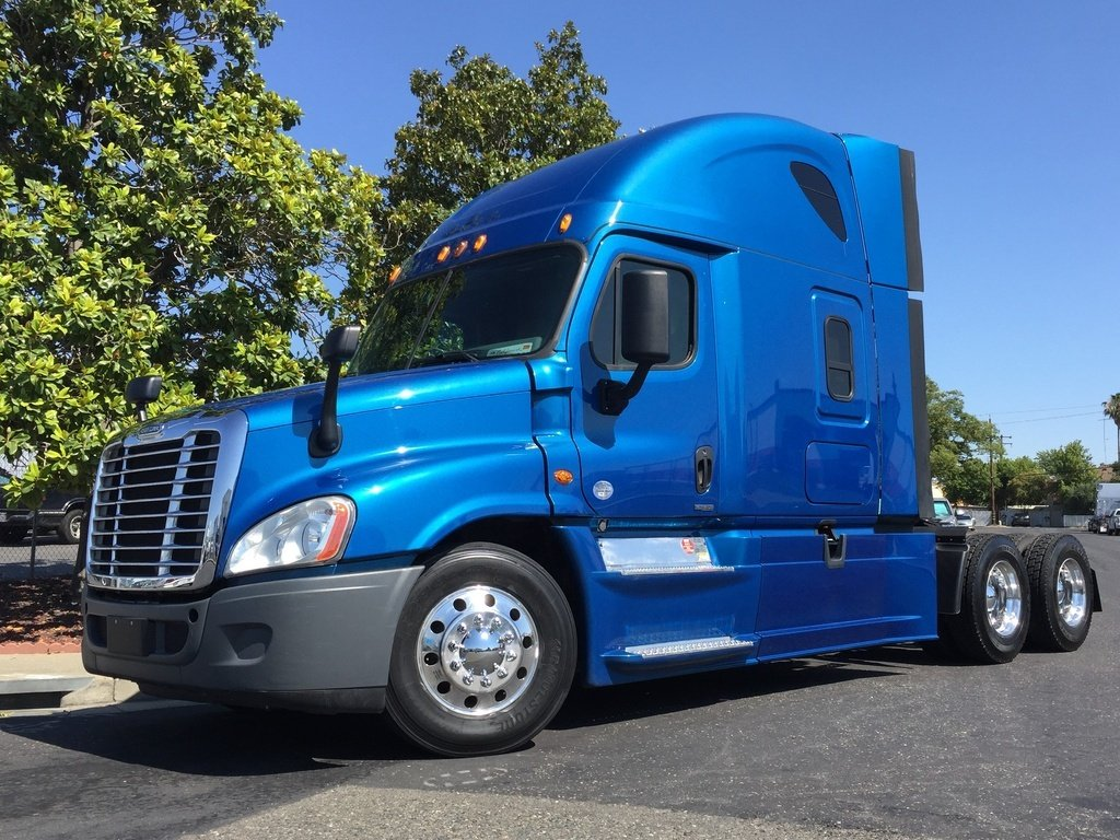 USED 2016 FREIGHTLINER CASCADIA 125SLP TANDEM AXLE DAYCAB TRUCK #12636