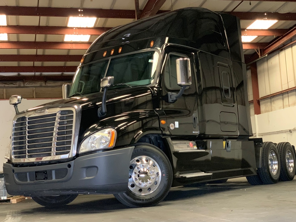 USED 2016 FREIGHTLINER CASCADIA 125SLP TANDEM AXLE DAYCAB TRUCK #12638