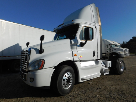 USED 2013 FREIGHTLINER CASCADIA 113DC TANDEM AXLE DAYCAB TRUCK #12658-3