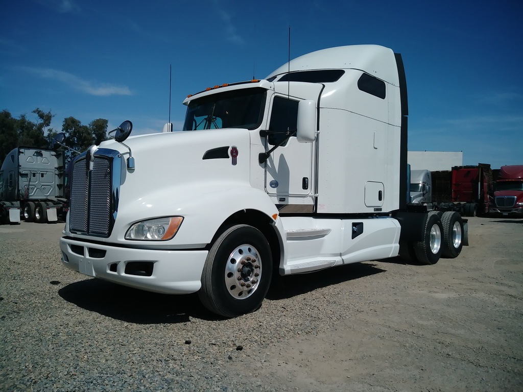 USED 2013 KENWORTH T660 TANDEM AXLE SLEEPER TRUCK #8678