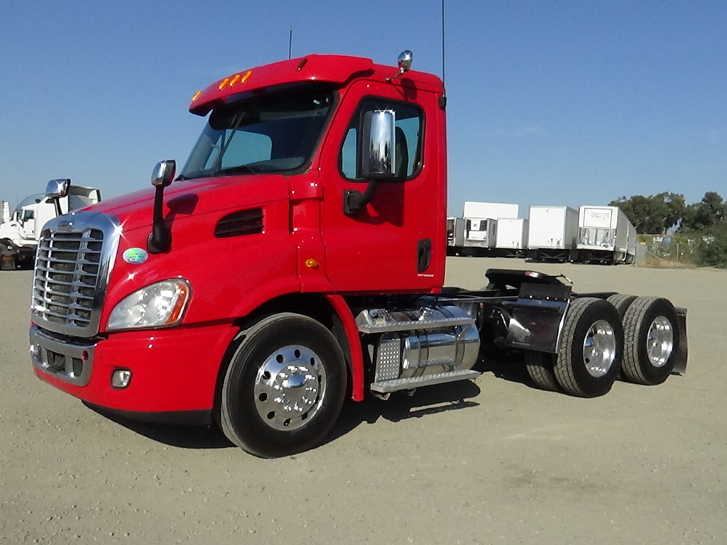 USED 2014 FREIGHTLINER CASCADIA TANDEM AXLE DAYCAB TRUCK #8876