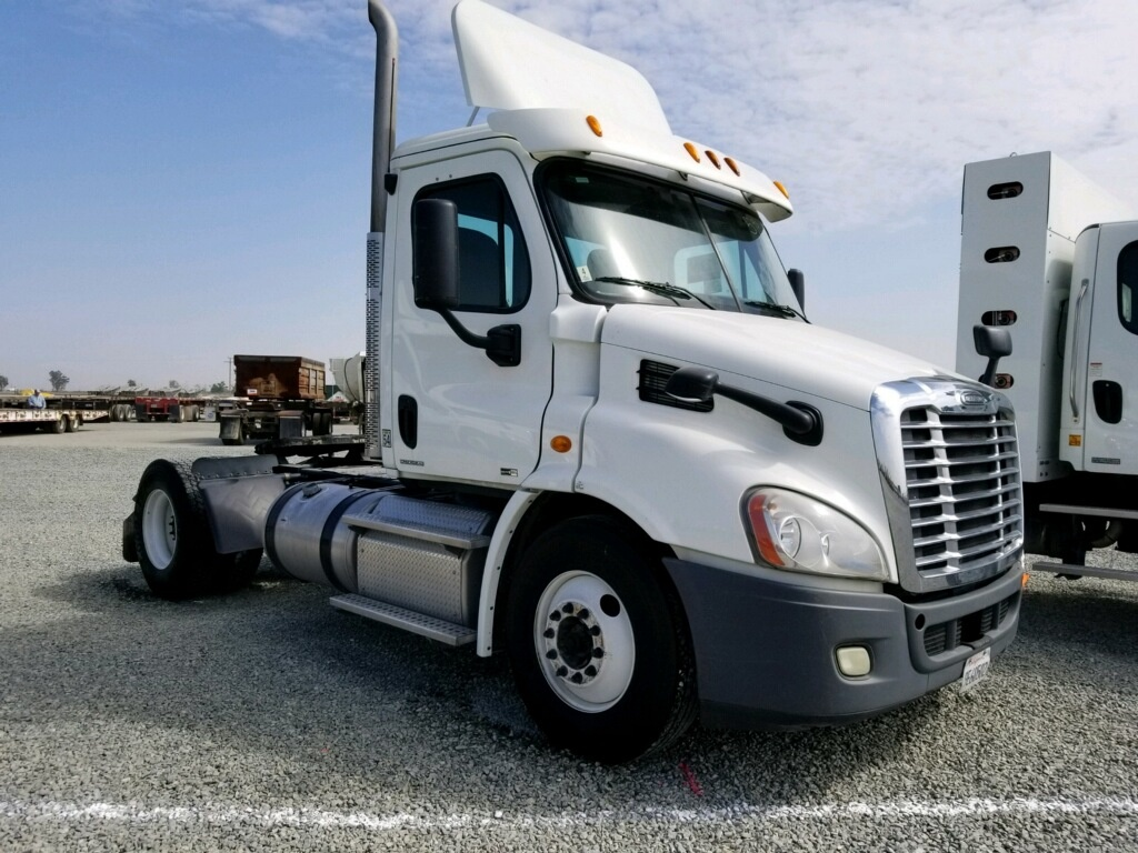 USED 2012 FREIGHTLINER CASCADIA TANDEM AXLE DAYCAB TRUCK #9954