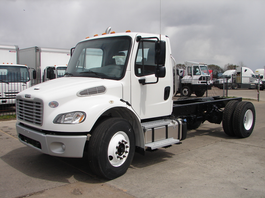 NEW 2018 FREIGHTLINER M2 106 CAB CHASSIS TRUCK #13335