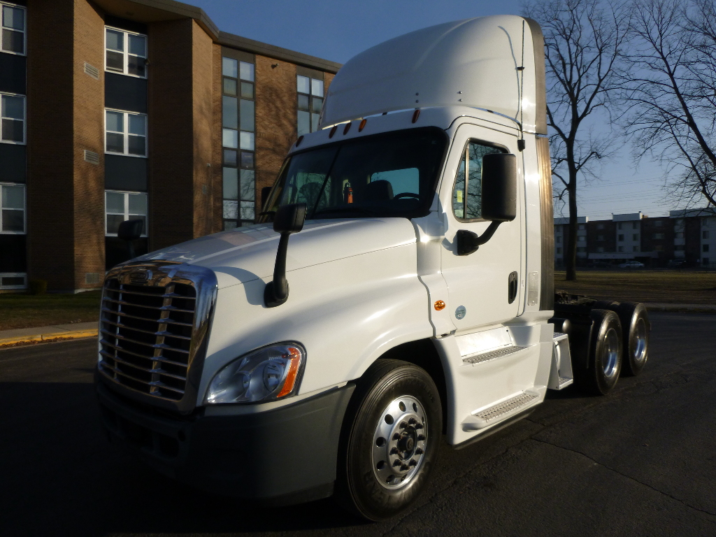 USED 2015 FREIGHTLINER CA125DC TANDEM AXLE DAYCAB TRUCK #13540