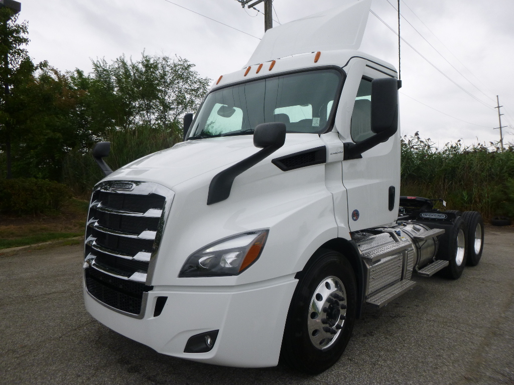 2021 FREIGHTLINER PE116DC Tandem Axle Daycab #1