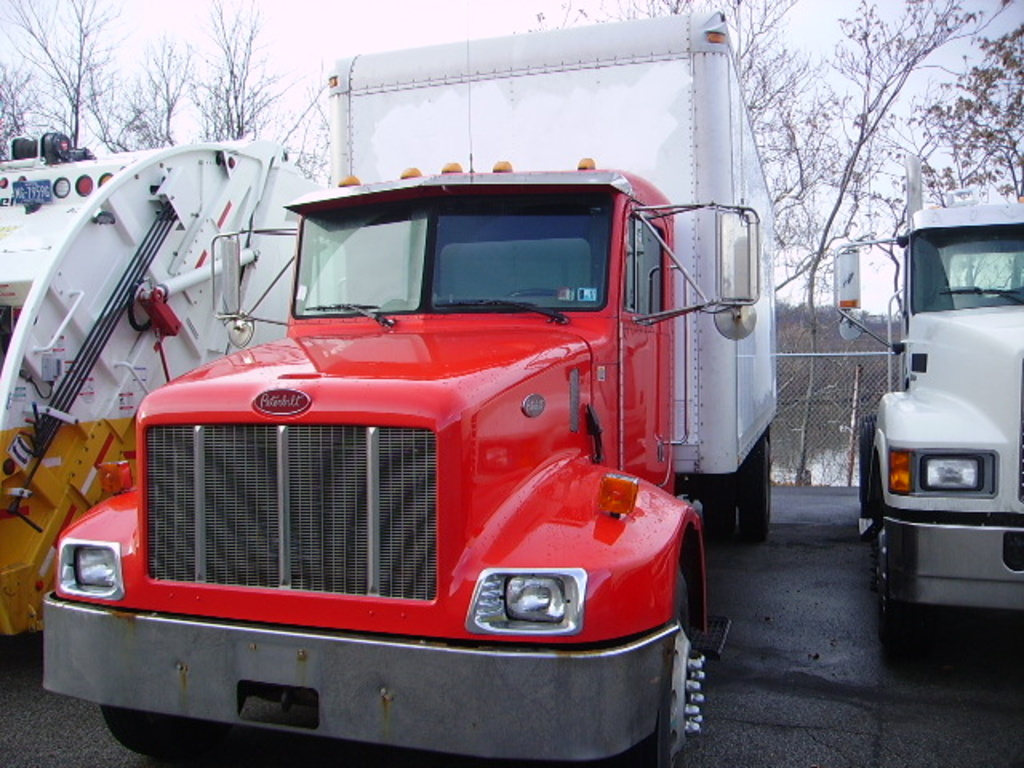 2001 PETERBILT 300 Box Van Truck