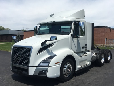 NEW 2018 VOLVO VNL300 TANDEM AXLE DAYCAB TRUCK #1258-1