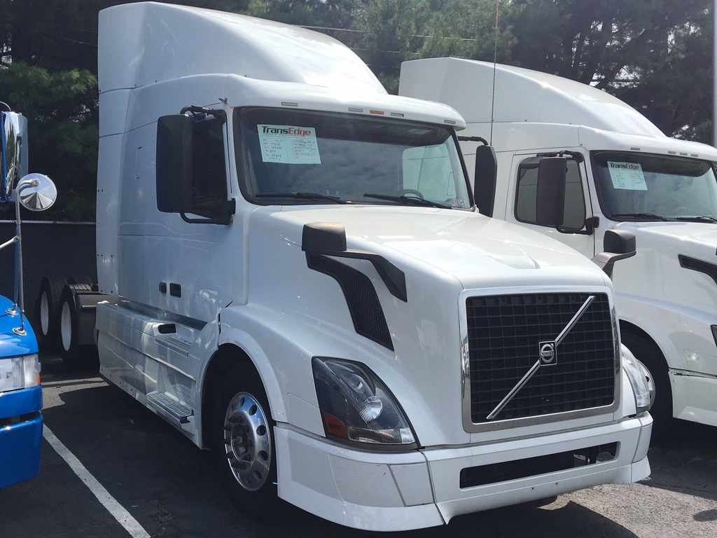 USED 2014 VOLVO VNL630 TANDEM AXLE SLEEPER TRUCK #1405