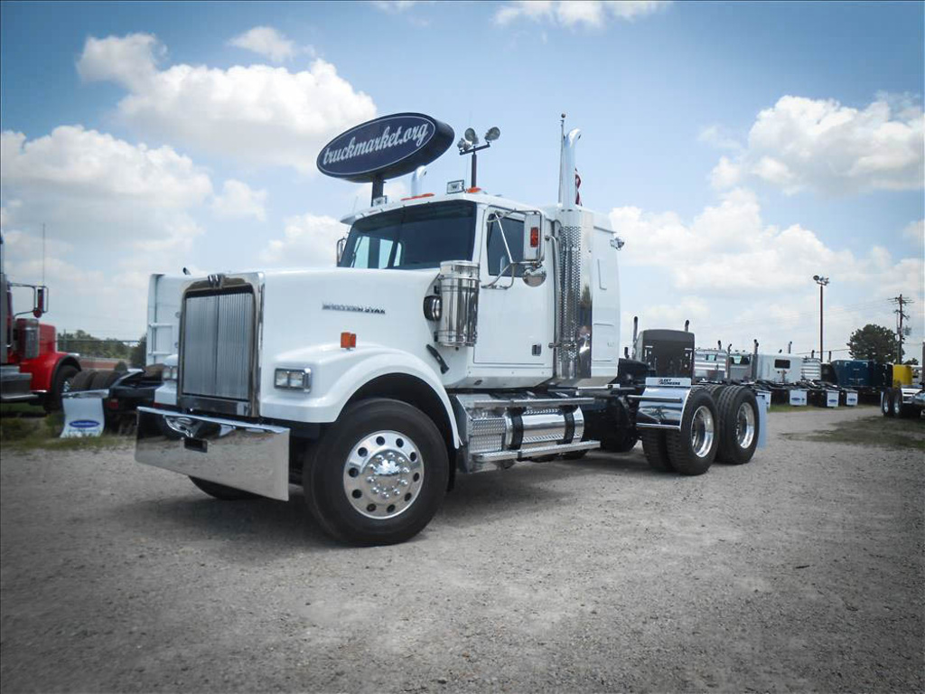 2012 WESTERN STAR 4900 FA Tandem Axle Sleeper