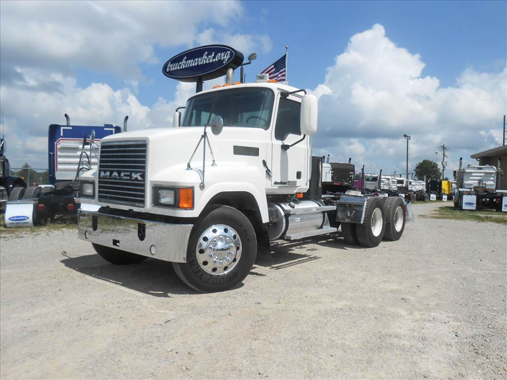 USED 2007 MACK CHN613 TANDEM AXLE DAYCAB TRUCK #6659