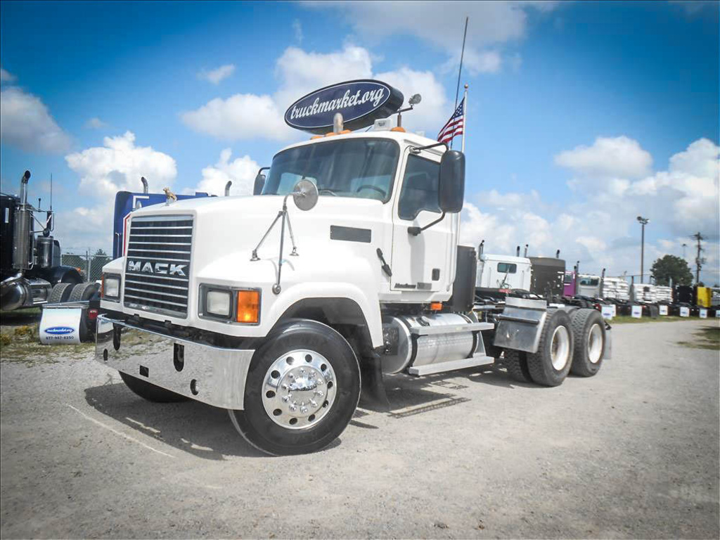 USED 2007 MACK CHN613 TANDEM AXLE DAYCAB TRUCK #6660