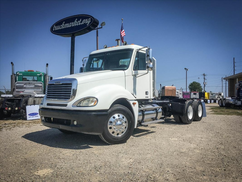 USED 2006 FREIGHTLINER COLUMBIA TANDEM AXLE DAYCAB TRUCK #6676