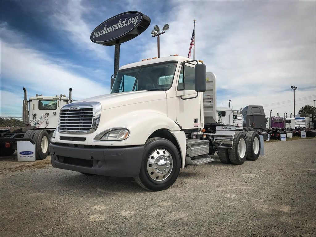 USED 2009 FREIGHTLINER COLUMBIA TANDEM AXLE DAYCAB TRUCK #6686