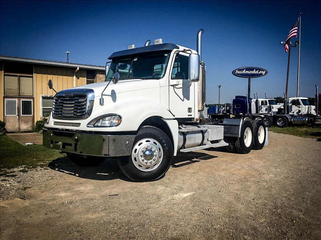 USED 2007 FREIGHTLINER COLUMBIA TANDEM AXLE DAYCAB TRUCK #6690