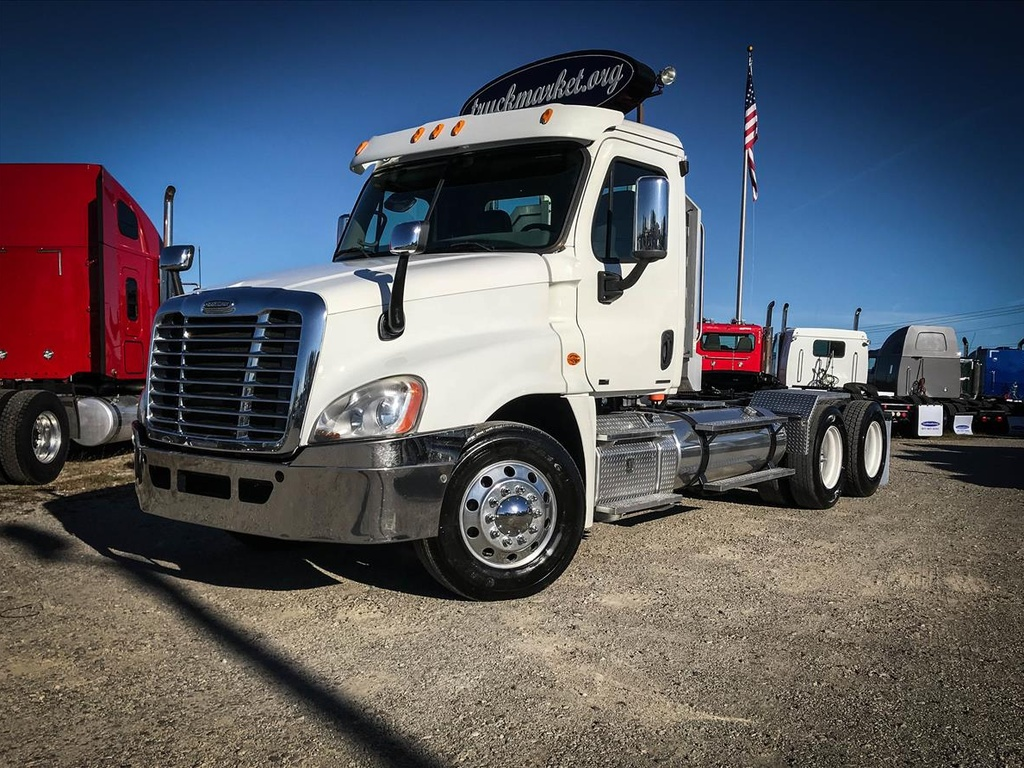 USED 2011 FREIGHTLINER CASCADIA TANDEM AXLE DAYCAB TRUCK #6721