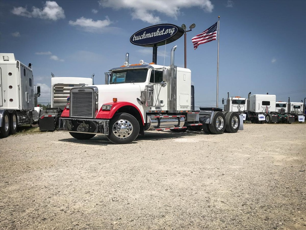 USED 2008 FREIGHTLINER CLASSIC TANDEM AXLE SLEEPER TRUCK #7002