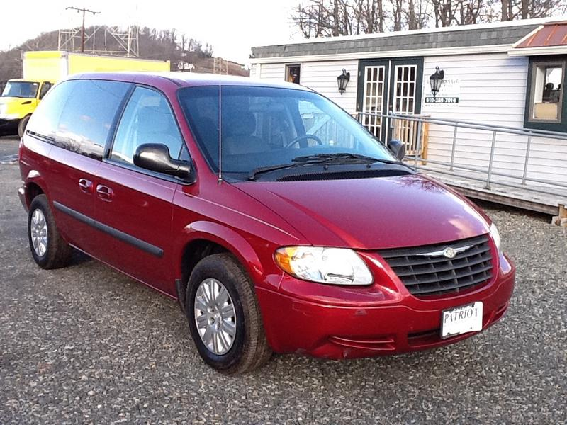 used 2005 chrysler town country mini van for sale in pa. Black Bedroom Furniture Sets. Home Design Ideas