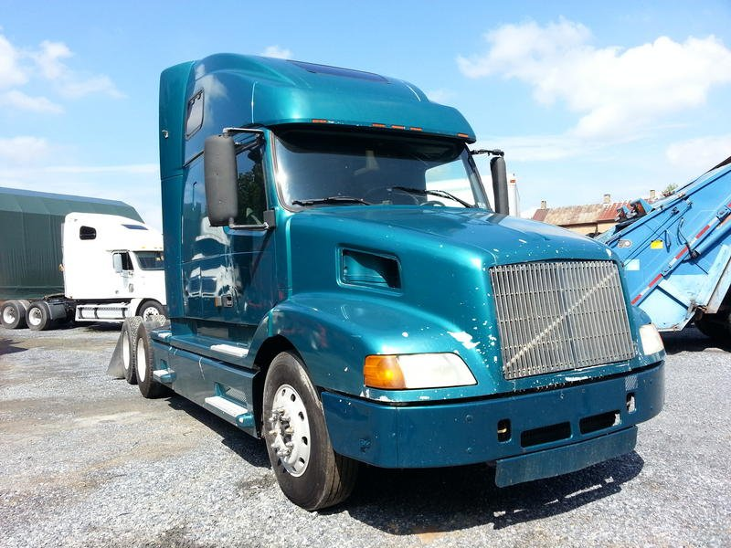 USED 2001 VOLVO VNL660 TANDEM AXLE SLEEPER TRUCK #8379