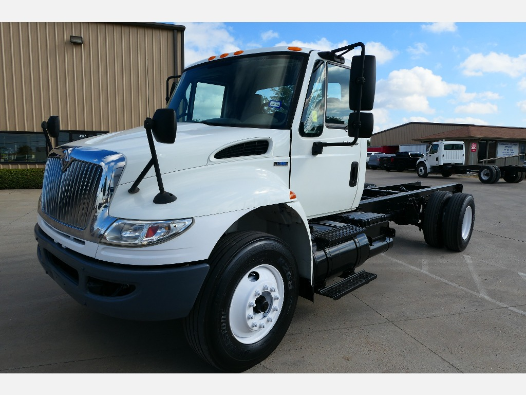 USED 2009 INTERNATIONAL 4400 CAB CHASSIS TRUCK #2128