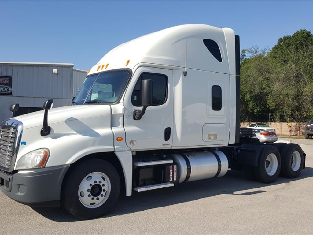 USED 2012 FREIGHTLINER CASCADIA 125 SLEEPER TRUCK #1545