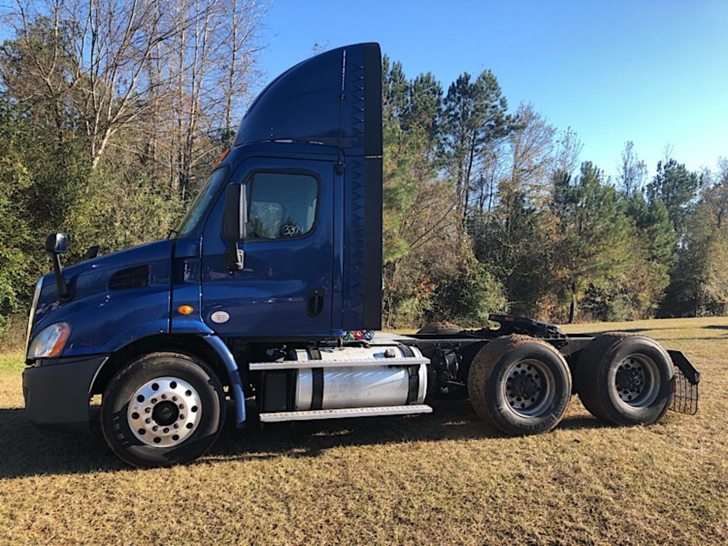 USED 2014 FREIGHTLINER CA113 TANDEM AXLE DAYCAB TRUCK #3379