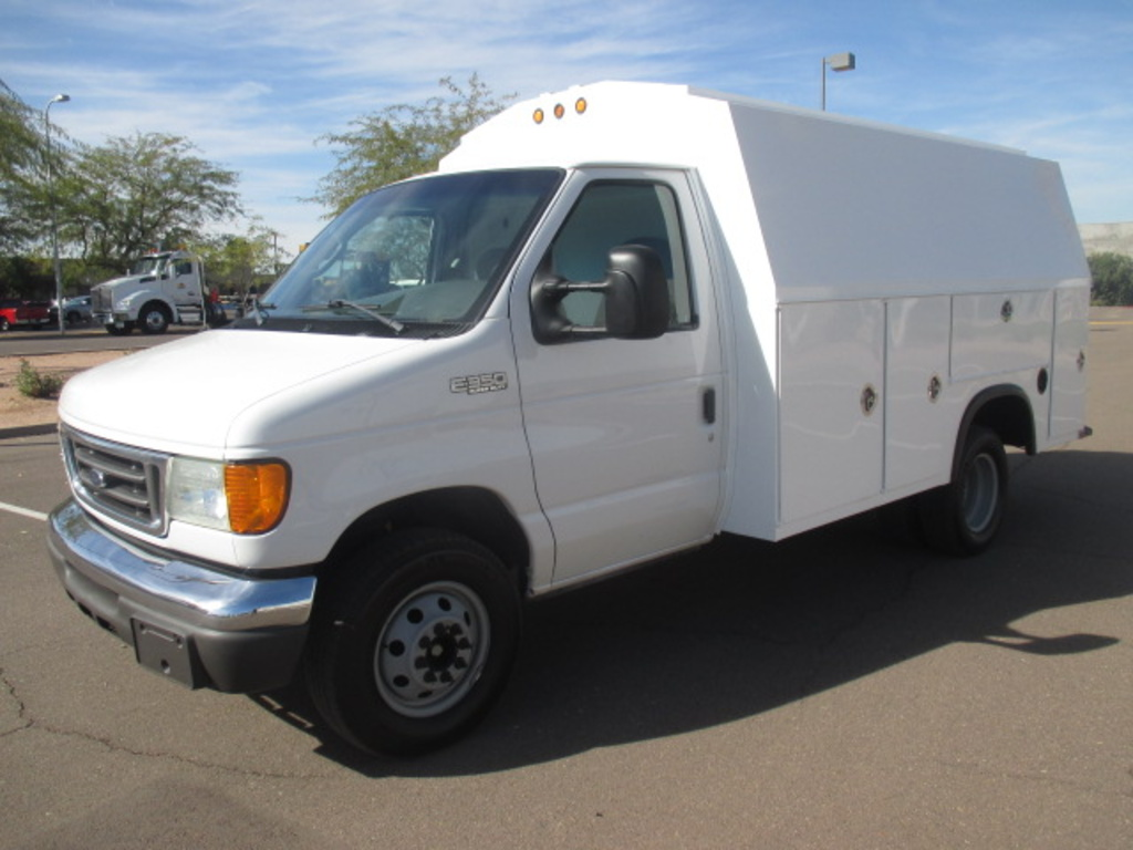 USED 2004 FORD E350 SERVICE - UTILITY TRUCK #2299