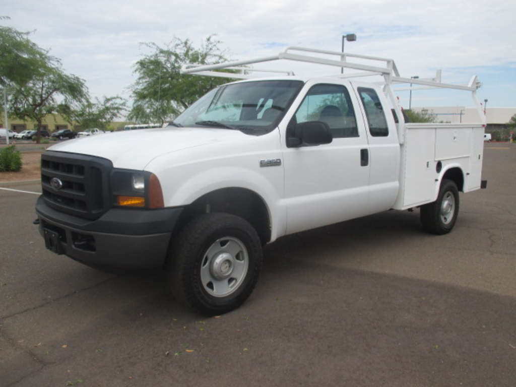 USED 2006 FORD F350 SRW SERVICE - UTILITY TRUCK #2352